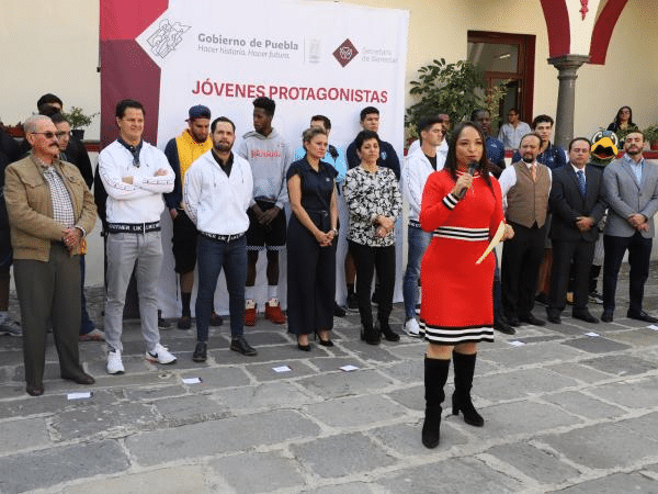 Con deportistas, Secretaría de Bienestar fomentará valores