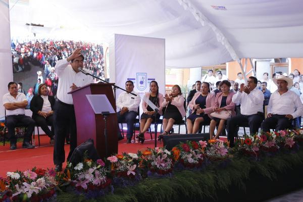 """""""Construiremos un hospital en Alcomunga, Ajalpan"""": Barbosa Huerta"""