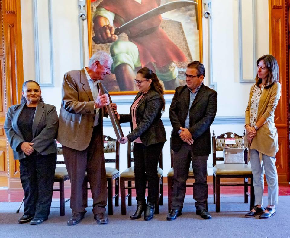 Entrega de reconocimiento el DIF Municipal de Puebla