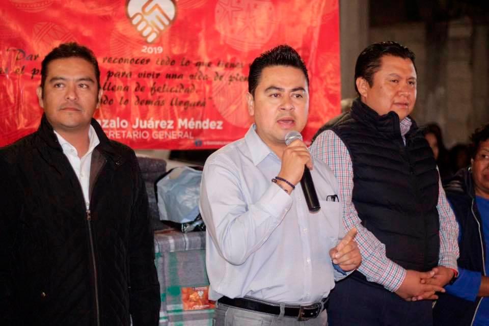 El regidor Luis G. Acosta participo en la entrega de cobertores en Barranca Honda con el sindicato de trabajadores del H. Ayuntamiento de puebla