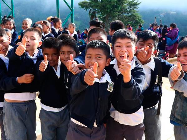 """En Ajalpan, Secretaría de Educación entrega primeros apoyos del programa """"La Escuela es Nuestra"""""""
