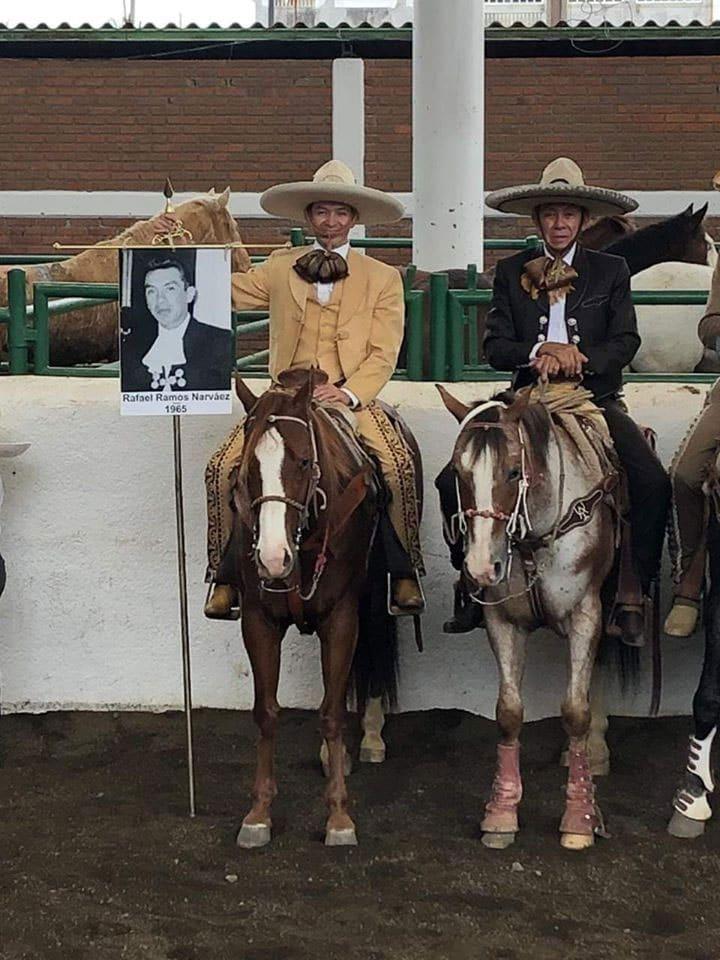 Rafael y José Ramos Narvaez en el homenaje a los Charros completos en el Nacional de Morelia