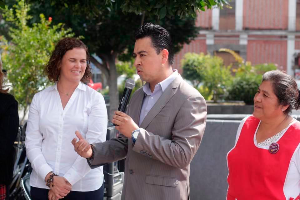 """Regidor Luis G. Acosta participo en el """"Festival Somos Nuestras"""", una plataforma de proyección para la venta de productos elaborados por mujeres emprendedoras."""