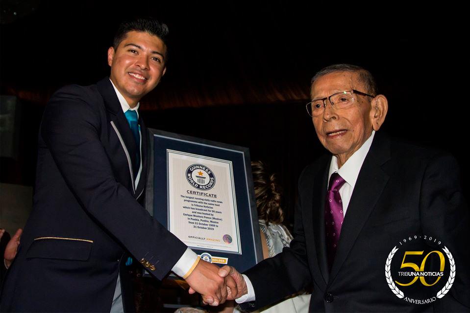 Tribuna Noticias recibe el Récord Guinness a nivel mundial por el noticiero radiofónico más longevo del mundo