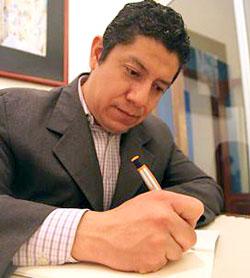 Cada reconocimiento compromete: Abel Pérez Rojas