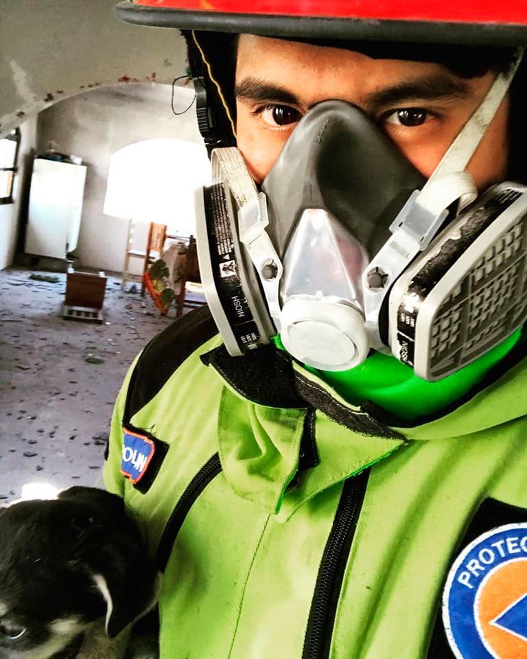 Protección Civil Municipal de Acatzingo , logro, rescatar a 3 cachorros en san Hipólito