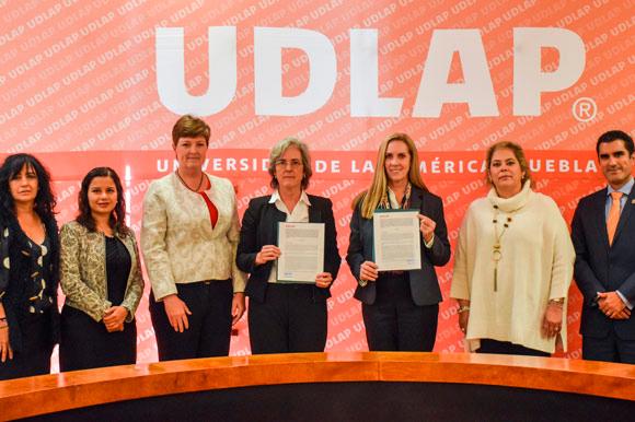 UDLA y Colegio Americano firman convenio de colaboración