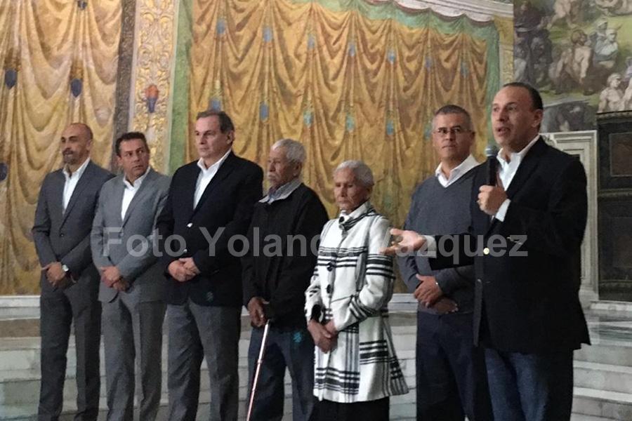 Matrimonio de campesinos de San Miguel Tleotalco  ganan viaje a Roma todo pagado  por ser los visitantes  4 millones de la replica de la Capilla Sixtina