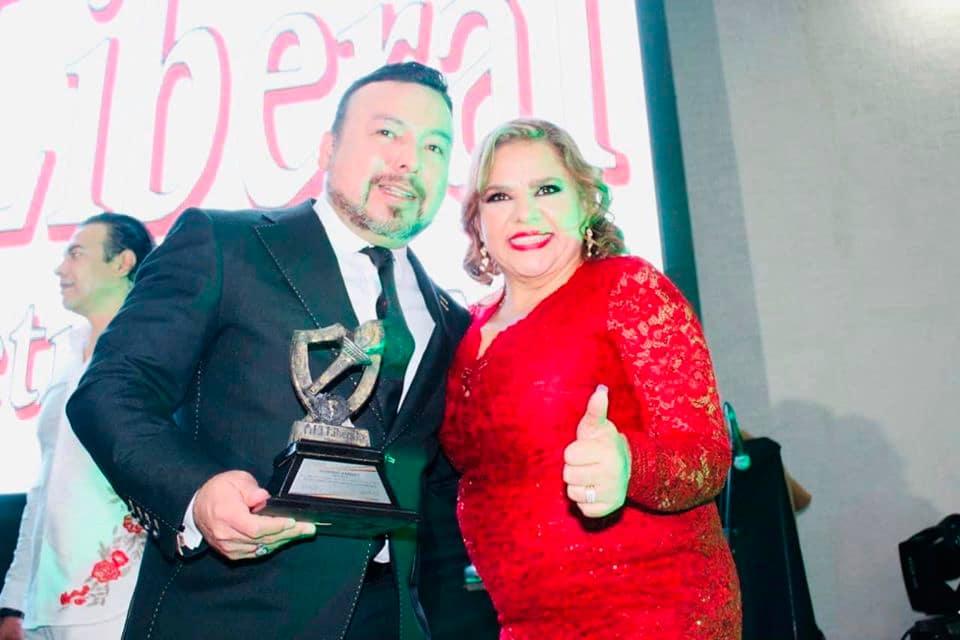 El Sector Político, Periodístico y Empresarial otorgó un reconocimiento en la CDMX a la excelencia profesional por la revista Cúspide al Mtro.Porfirio Ramirez