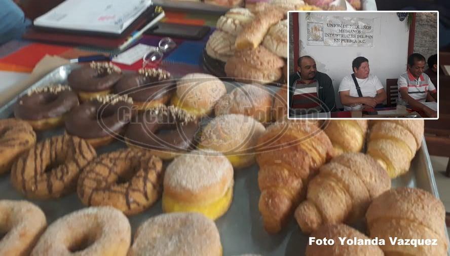 El pan de repostería a partir del lunes proximo subira su costo de 7 a 8 pesos; panaderos