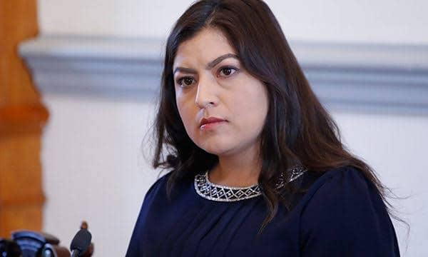 """No hay marcha atrás en el Proyecto """"Entornos Seguros"""" que incluye colocación de bolardos: Claudia Rivera"""