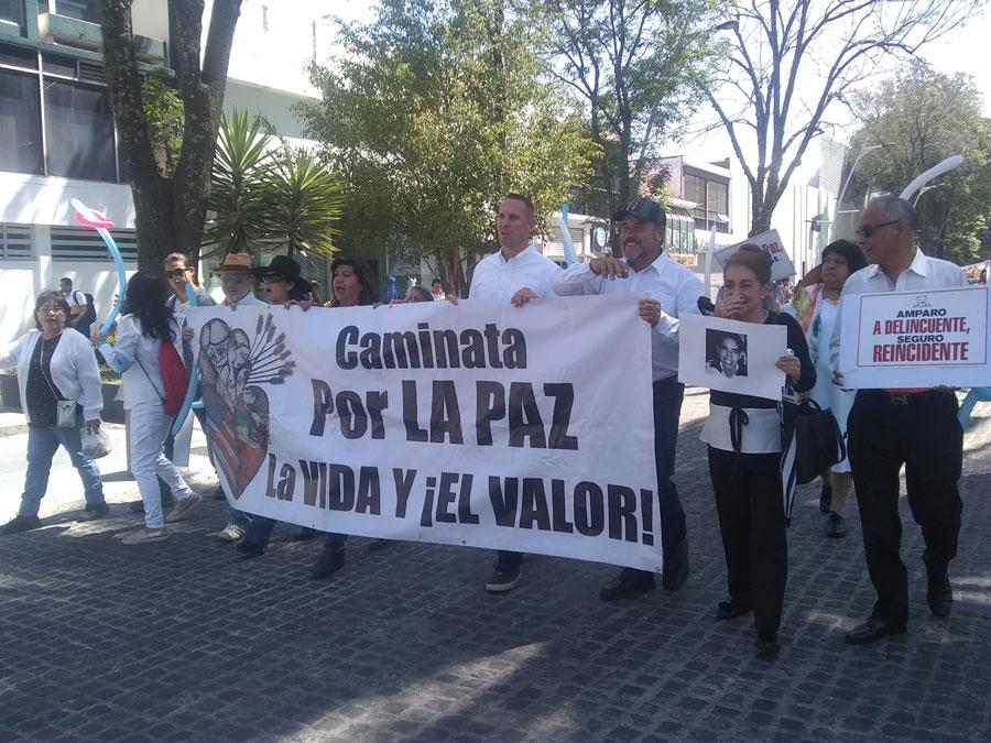 En marchaintegrantes del Frente Nacional por la Familia piden #Justicia y Paz y Ni Uno Mas