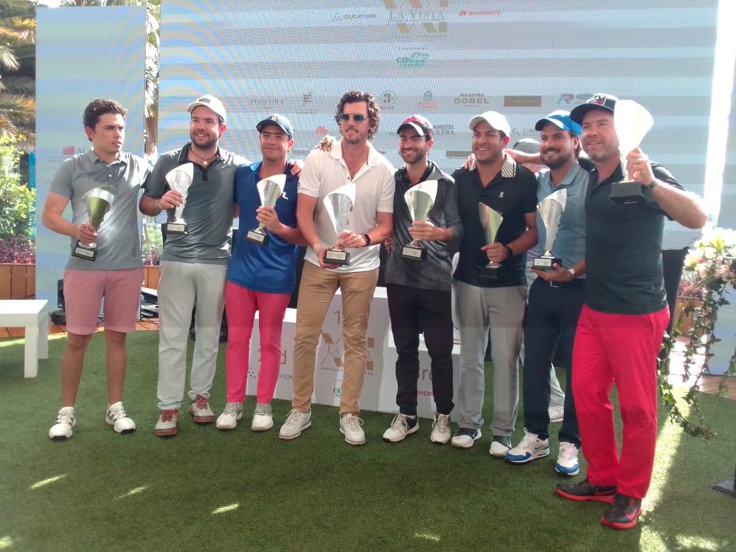 """Ceremonia de premiación a los ganadores de la edición XXI del Torneo de Golf de La Vista Country Club que este año se denominó """"Generando Esperanzas""""."""