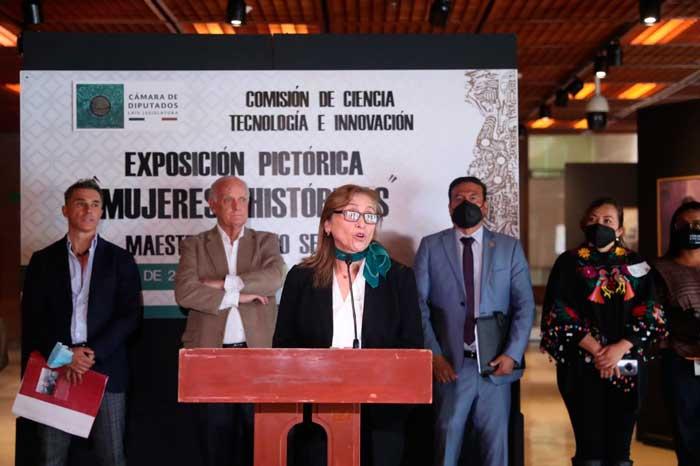 """Inauguran la exposición pictórica """"Mujeres históricas"""""""