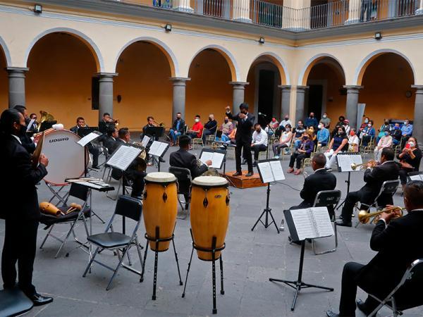 Participa Banda Sinfónica Mixteca en festejos del Chile en Nogada
