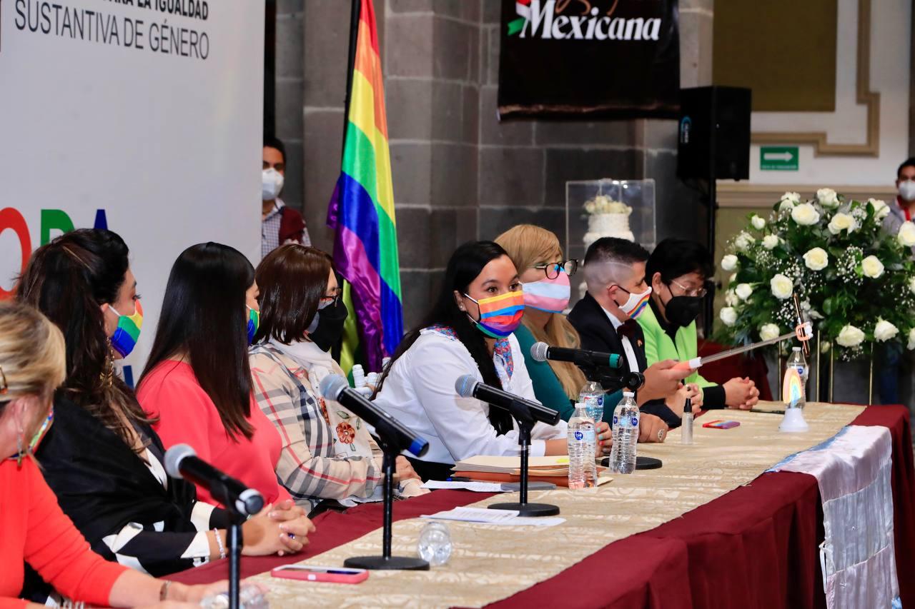Ayuntamiento de Puebla realiza boda colectiva incluyente
